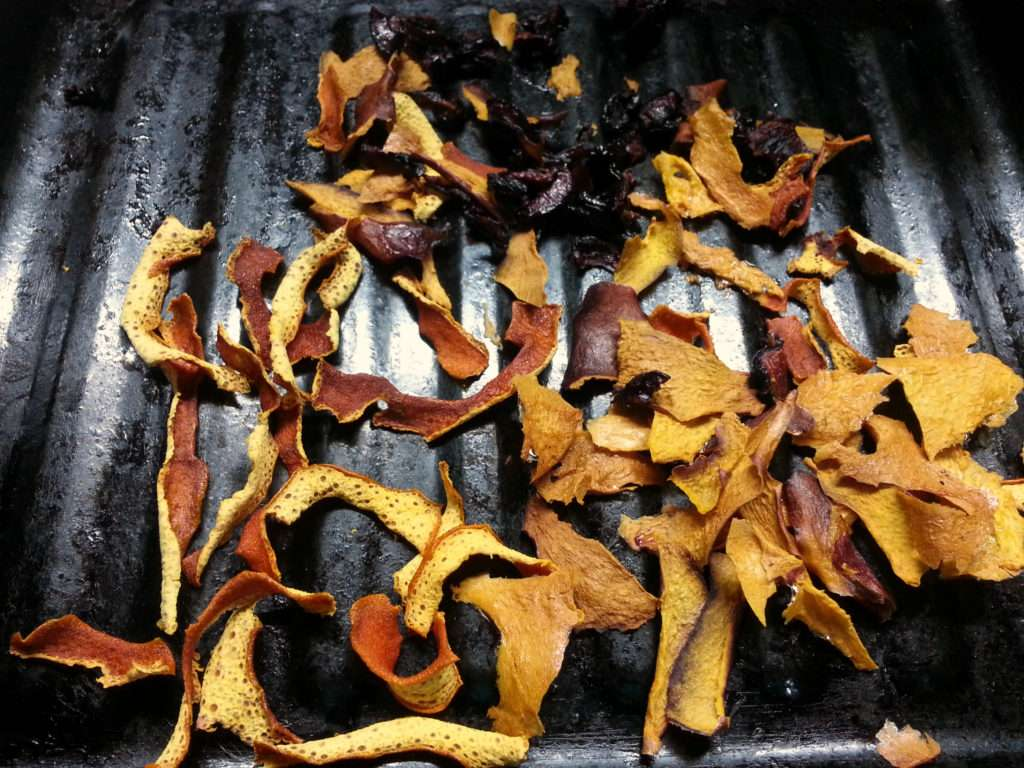 drying-fruit-for-a-christmas-blend