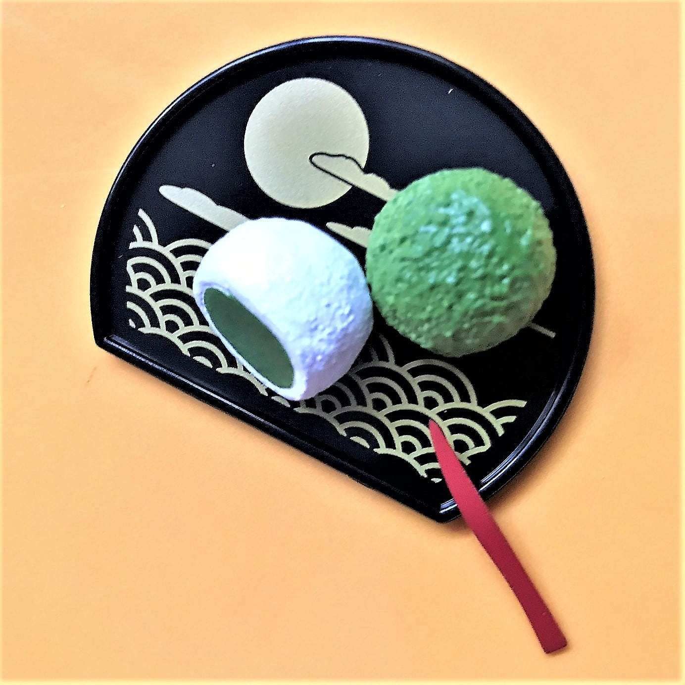 Photo of some matcha mochi on a decorative plate
