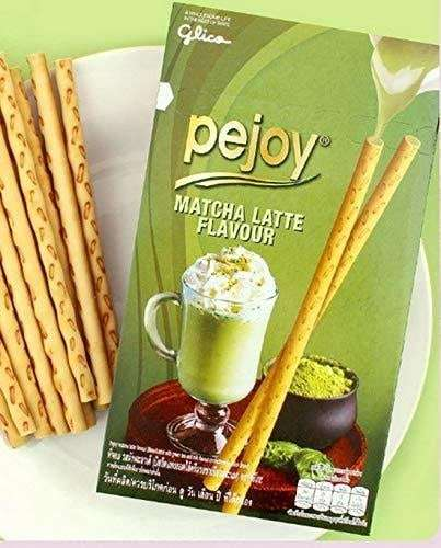 Photo of some Pejoy Cookie with Matcha Latte Flavour next to the package.