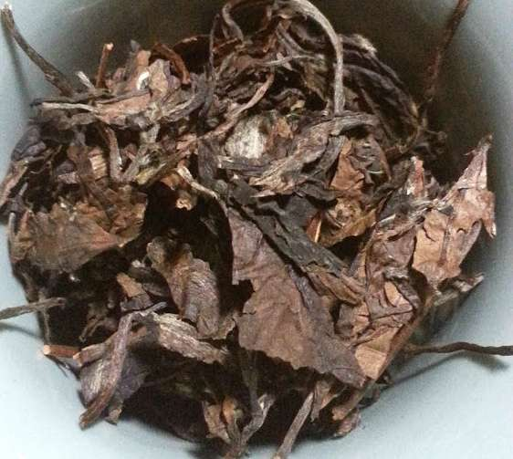 Close up photo of some dry leaves of aged oolong.